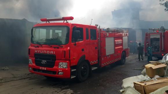 Toàn cảnh đám cháy lớn xảy ra tại công ty Diana ảnh 12