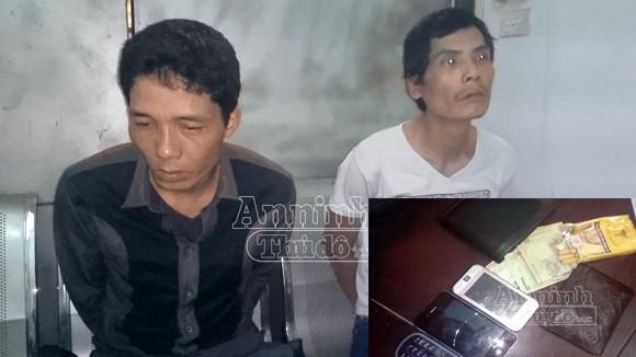 Vừa móc trộm điện thoại thì bị trinh sát bắt ảnh 1
