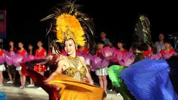 Carnaval Hạ Long 2014 rực rỡ sắc màu ảnh 1