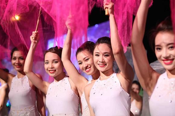 Carnaval Hạ Long 2014 rực rỡ sắc màu ảnh 10