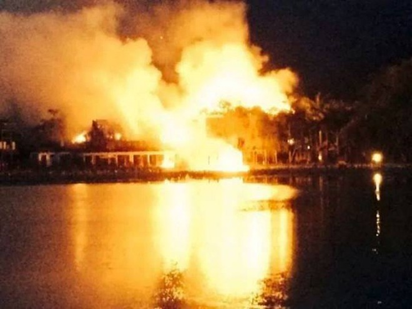 Khách sạn cao cấp tại Mai Châu, Hòa Bình bốc cháy ngùn ngụt ảnh 1