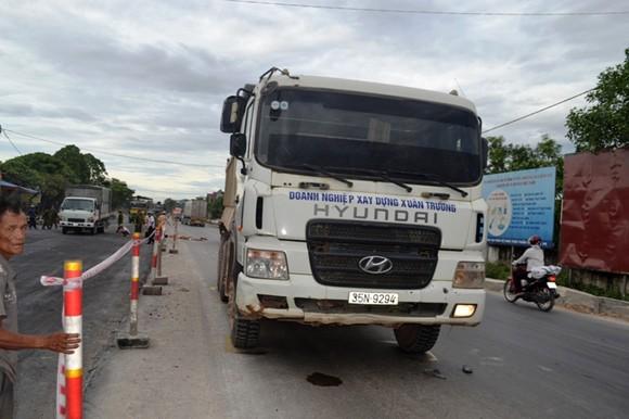 Xe tải tông xe máy 2 người tử vong thương tâm ngay tại chỗ ảnh 2