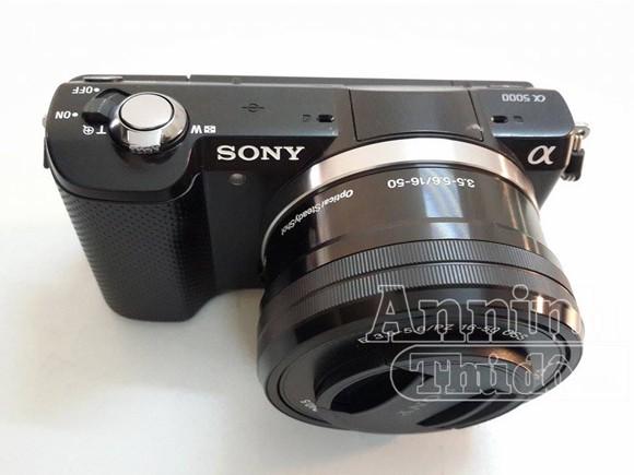 Cắt dây bảo vệ, lấy trộm máy ảnh trưng bày trong Pico Plaza ảnh 1