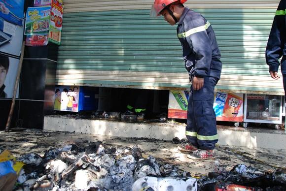 Cháy cửa hàng bách hóa tổng hợp, thiệt hại hàng trăm triệu đồng tại ảnh 1