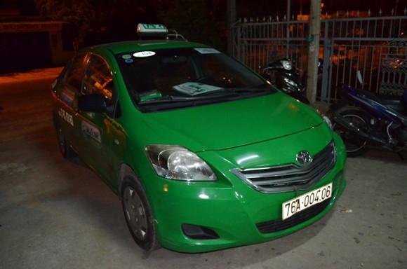 CSGT kịp thời ngăn chặn đối tượng say xỉn, lấy xe taxi bỏ chạy trong đêm ảnh 2