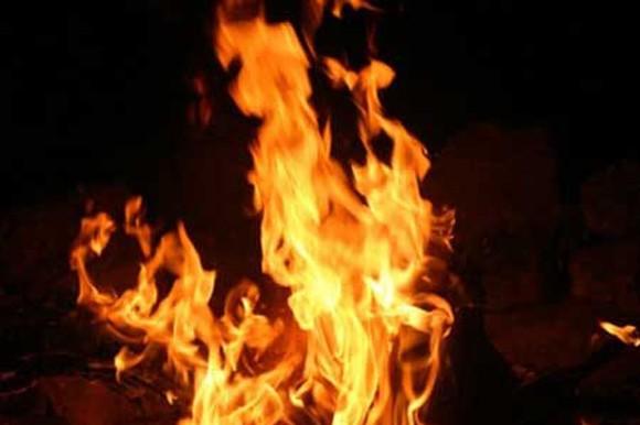 Phát hiện người phụ nữ đang bốc cháy trong phòng ngủ ảnh 1