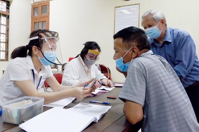 Chi trả gộp lương hưu, trợ cấp BHXH tháng 3 và 4 tại Hà Nội và 12 tỉnh, thành phố ảnh 1