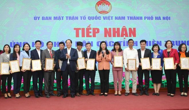 Hà Nội tiếp nhận thêm hơn 27,8 tỷ đồng ủng hộ các tỉnh miền Trung ảnh 1