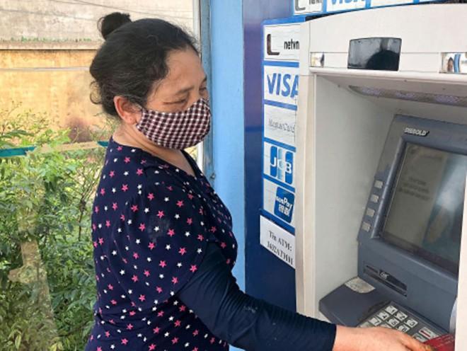 Mở rộng thí điểm chi trả an sinh xã hội không dùng tiền mặt tại Hà Nội ảnh 1