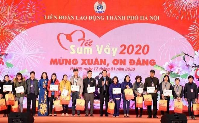 Hà Nội: Trao 5.500 suất quà Tết cho lao động hoàn cảnh đặc biệt khó khăn ảnh 1