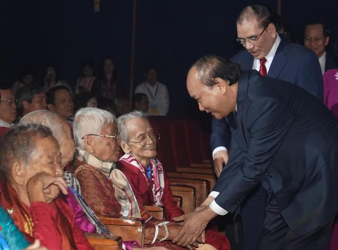 Nâng mức trợ cấp hằng tháng đối với Bà Mẹ Việt Nam anh hùng ảnh 1