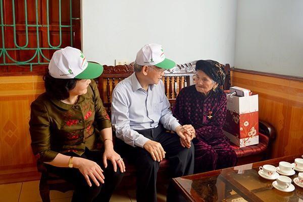 Chủ tịch nước tặng quà người có công nhân dịp Tết Nguyên đán 2021 ảnh 1
