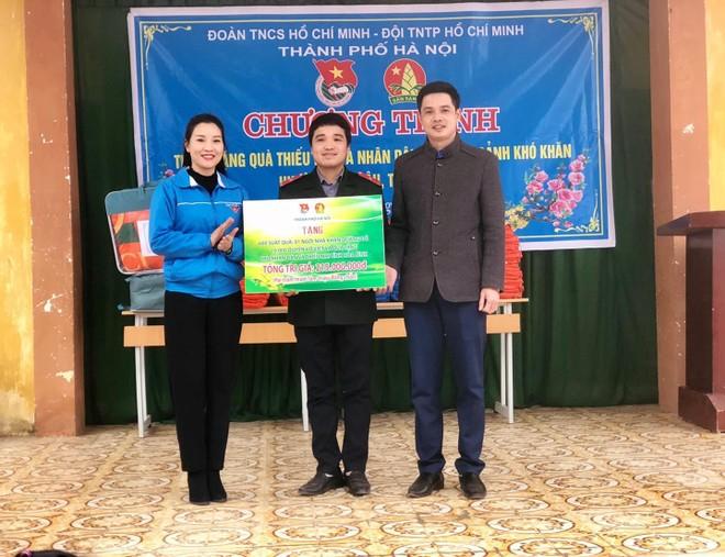Hơn 600 phần quà tặng thiếu nhi có hoàn cảnh khó khăn Mai Châu, Hoà Bình ảnh 1