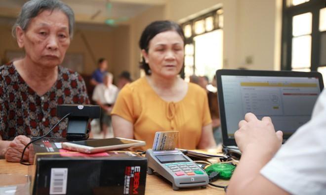 Tăng số người nhận lương hưu, trợ cấp không dùng tiền mặt lên 50% trong 2021 ảnh 1