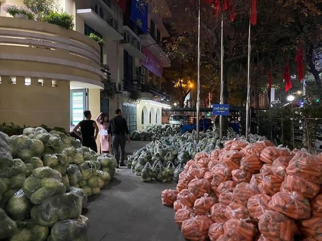 Thành đoàn Hà Nội tổ chức 6 điểm tiêu thụ nông sản giúp nông dân Hải Dương ảnh 2