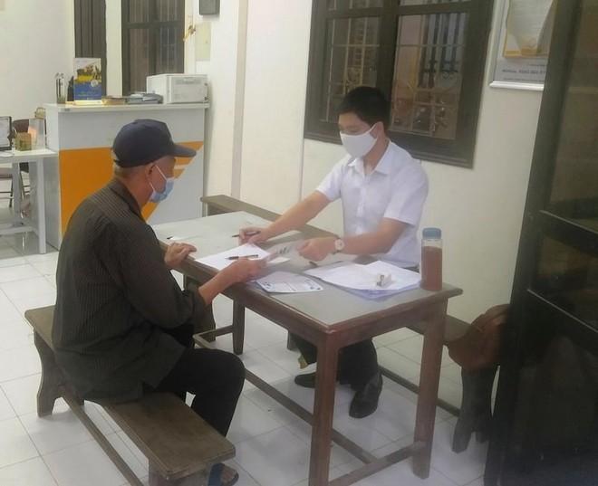 Hà Nội đồng loạt chi trả 2 tháng lương hưu và trợ cấp bảo hiểm xã hội ảnh 1