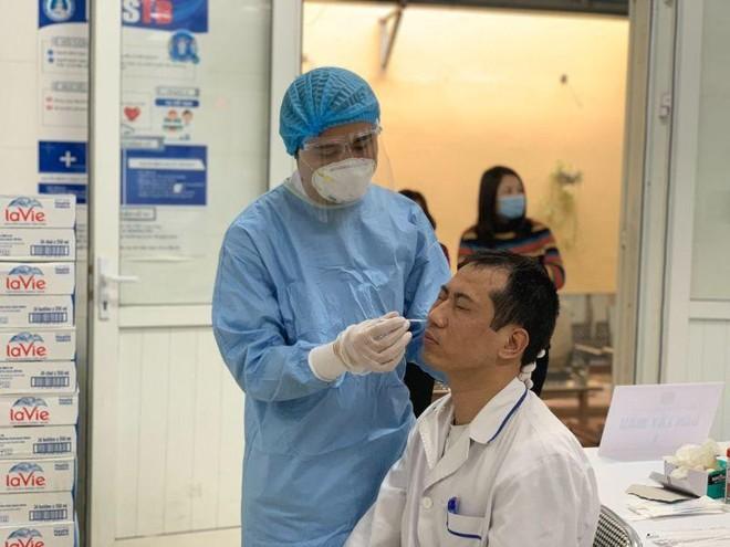 Bác sĩ Bệnh viện Phổi dương tính SARS-CoV-2 liên quan chùm ca bệnh Đà Nẵng ảnh 1