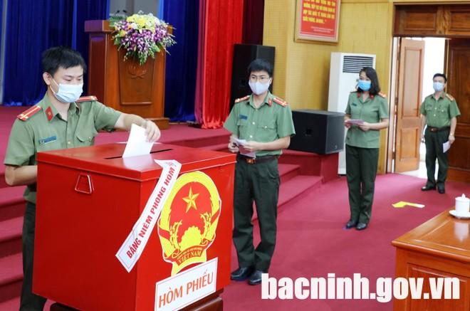 Hơn 3.200 cử tri bỏ phiếu sớm ở tâm dịch Bắc Ninh ảnh 2