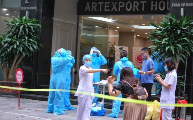 Hà Nội: Hỗ trợ 100% chi phí xét nghiệm sàng lọc SARS-CoV-2 ảnh 1