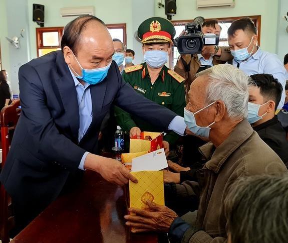 Đề xuất nâng mức quà tặng của Chủ tịch nước với người có công dịp 27-7 ảnh 1