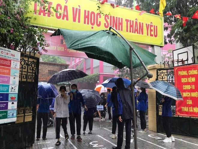 Thanh niên Thủ đô vượt nắng, mưa tiếp sức mùa thi 2021 ảnh 1