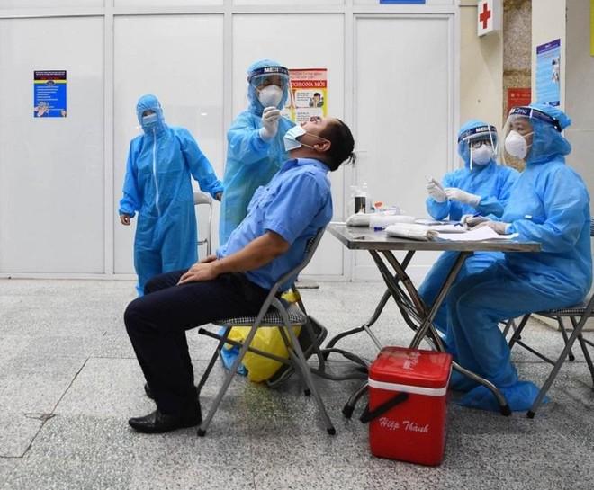 Hà Nội: Hơn 10.000 đối tượng nguy cơ cao đã âm tính với SARS-CoV-2 ảnh 1