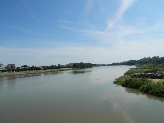 Xác nữ sinh nghi bị giết trôi sông ảnh 1