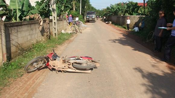 Hai xe máy đâm nhau, 2 người bị thương, 1 người chết ảnh 1