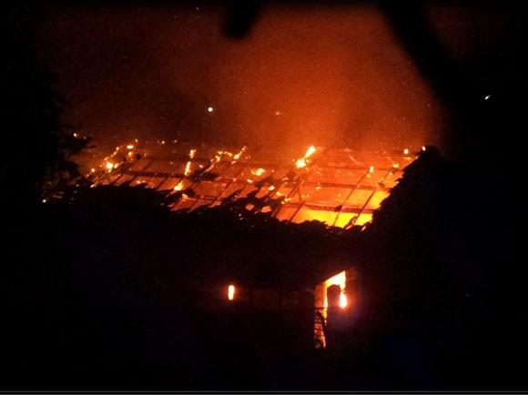 Hỏa hoạn thiêu rụi 4 căn hộ trong khu tập thể giao viên ảnh 1