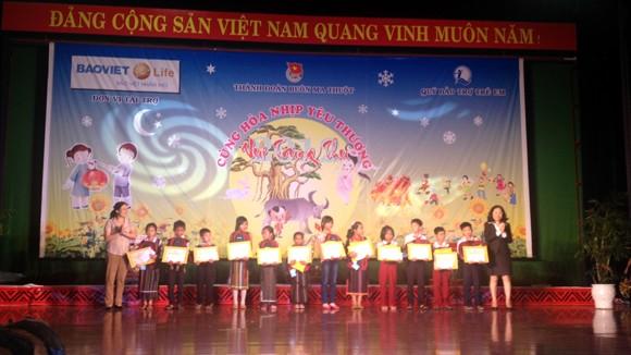 Bảo Việt Nhân Thọ tặng quà Tết Trung Thu cho trẻ em nghèo ảnh 1