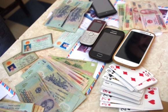 Bốn cán bộ Cảng Hải Phòng bị bắt khi đánh bạc trong khách sạn ở Hà Tĩnh ảnh 2