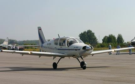 Máy bay một động cơ Ilyushin II-103 được gọi là T-103 tại Hàn Quốc do Liên Xô cũ sản xuất vào vào năm 1990
