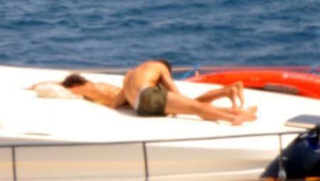 """Ronaldo và Sheik làm """"chuyện ấy"""" trên du thuyền ảnh 4"""