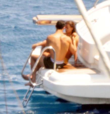"""Ronaldo và Sheik làm """"chuyện ấy"""" trên du thuyền ảnh 7"""