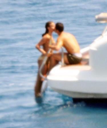 """Ronaldo và Sheik làm """"chuyện ấy"""" trên du thuyền ảnh 8"""