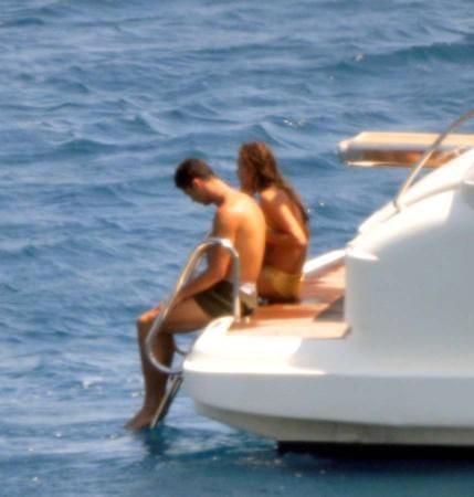 """Ronaldo và Sheik làm """"chuyện ấy"""" trên du thuyền ảnh 9"""