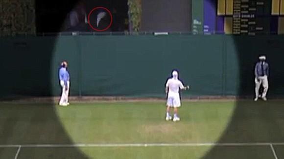"""""""Sao"""" quần vợt làm trò cười trên sân ảnh 2"""