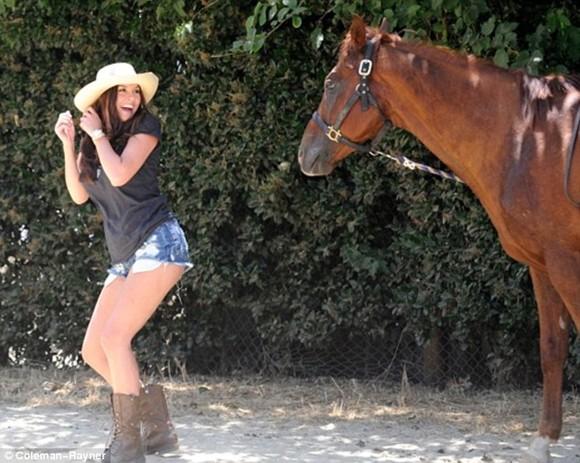 """""""Người tình của Giggs"""" để ngựa cắn vòng 3 ảnh 3"""