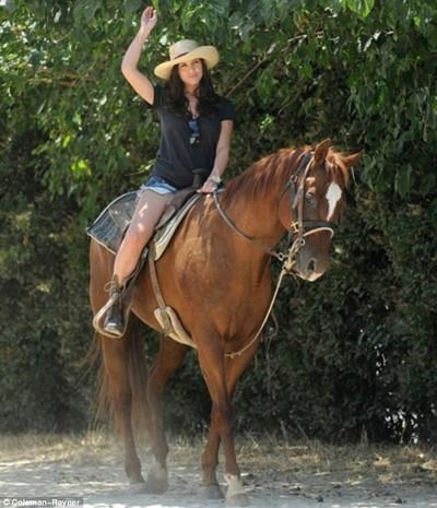"""""""Người tình của Giggs"""" để ngựa cắn vòng 3 ảnh 4"""