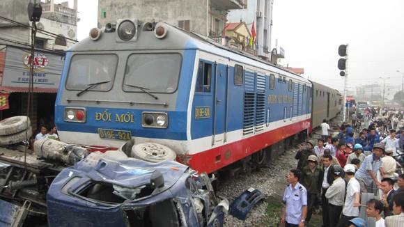 Nguyên nhân tai nạn đường sắt chủ yếu do ý thức kém ảnh 1
