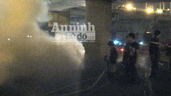 Cháy lớn tại kho hàng tiếp giáp với cảng Hà Nội ảnh 6