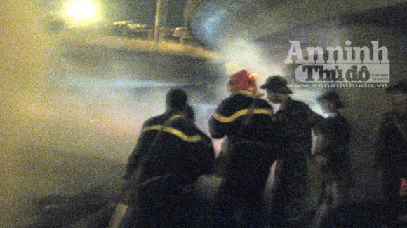 Cháy lớn tại kho hàng tiếp giáp với cảng Hà Nội ảnh 5