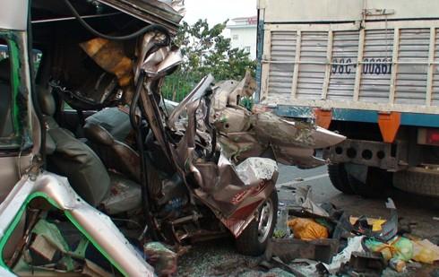 Tai nạn giao thông thảm khốc, 2 người chết, 13 người trọng thương ảnh 1