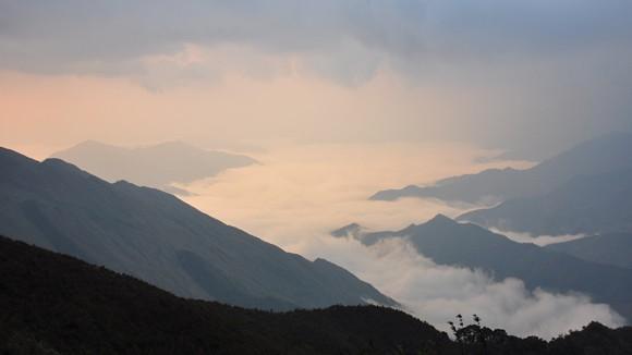 Bình minh trên đỉnh Phu Song Sung ảnh 1