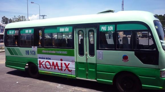 Hạn chế quảng cáo trên phương tiện giao thông công cộng: Thấy sai thì nên sửa ảnh 1