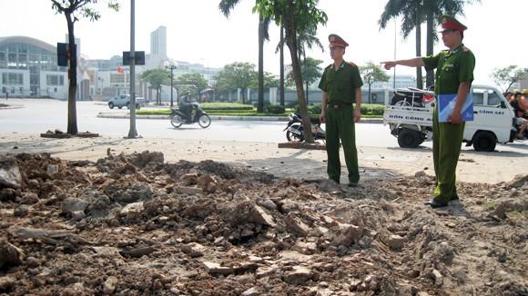 Kiên quyết xử lý xe đổ trộm đất thải ảnh 1