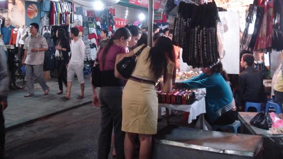 Chợ đêm Đồng Xuân: Bát nháo và biến tướng ảnh 1