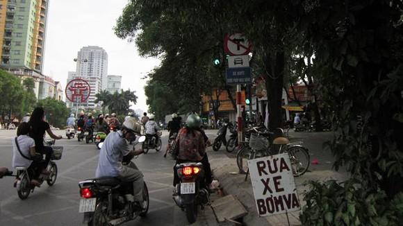 Bát nháo biển báo giao thông ảnh 2