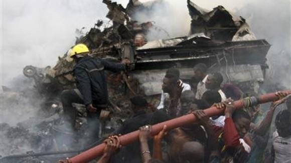 Nigeria để quốc tang 3 ngày vụ tai nạn máy bay ảnh 1