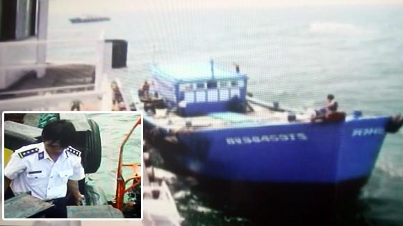 Bắt 2 vụ buôn lậu, trao đổi trái phép hàng trăm tấn xăng, dầu trên biển ảnh 1